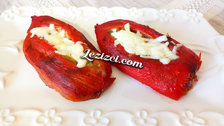 Közlenmiş Kırmızı Biber Yatağında Kıymalı Köz Patlıcan