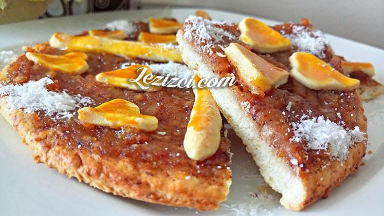 Kilitli Kek Kalıbında Tarçınlı Elmalı Dilim Pasta
