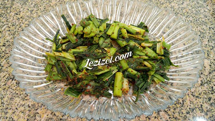 Yoğurtlu Pırasa Salatası Nasıl Yapılır