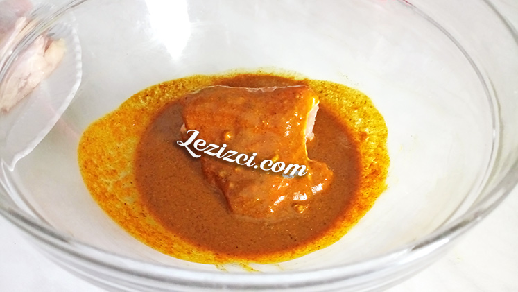 Baharatlı soslu tavuk baget