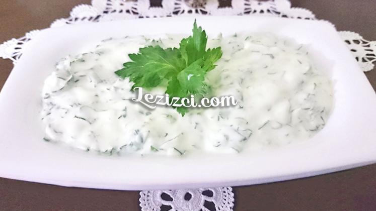 Yoğurtlu Kereviz Yaprağı Salatası