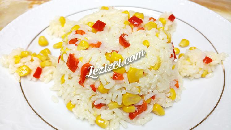 Kırmızı Biberli Mısırlı Pirinç Pilavı Tarifi