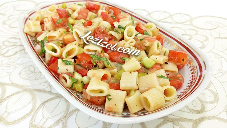 Makarnalı Yaz Salatası Nasıl Yapılır?