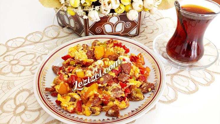 Patatesli ve sucuklu yumurta