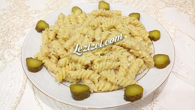 Peynirli Soğan Soslu Makarna Nasıl Yapılır